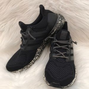 ADIDAS Ultra Boost Running/Cross Trainers